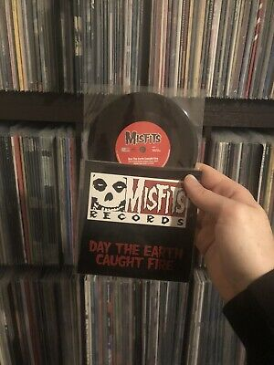 £20 • Buy Misfits Day The Earth Caught Fire 5