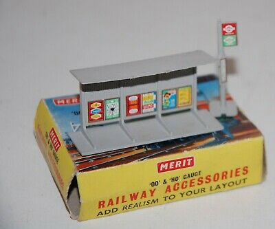 £9.95 • Buy Merit Oo Gauge Bus Stop And Shelter Boxed In Original Condition