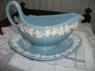 £9.99 • Buy WEDGWOOD QUEENS WARE EMBOSSED GRAVY BOAT With INTEGRATED SAUCER
