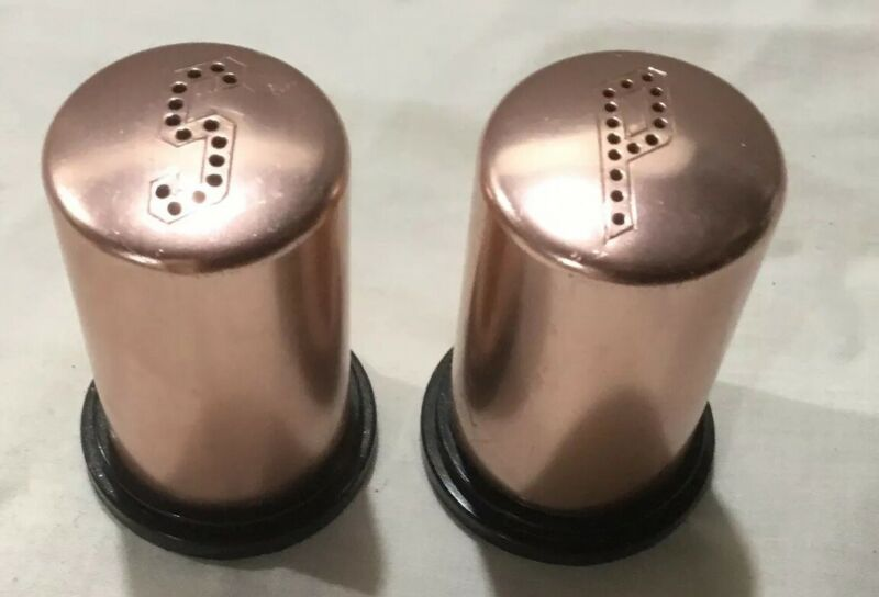 Vintage Copper Colored Aluminum Salt & Pepper Shakers 2   • 10.99$