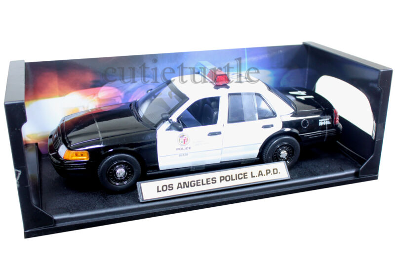 Daron 2001 Ford Crown Victoria Los Angeles Police Department Car LAPD 1:18 60326 • 39.80$