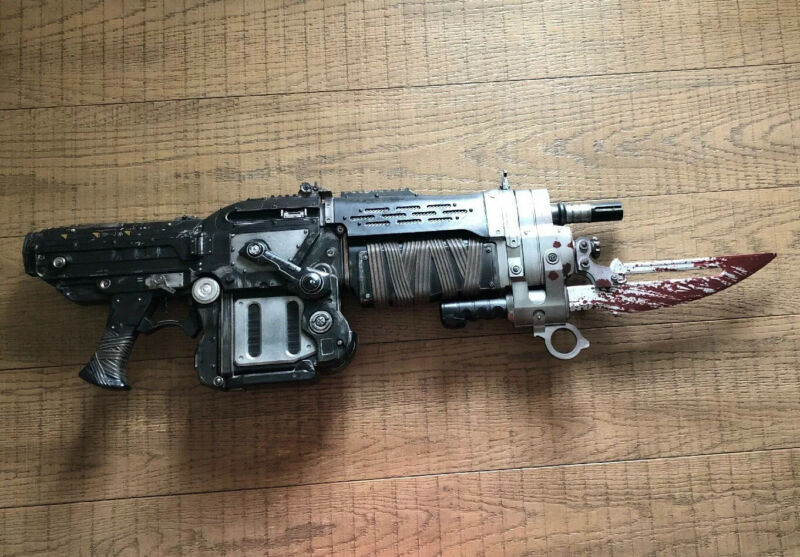 $189.99 • Buy Official Gears Of War 3 Bloody Retro Lancer Neca Weapon Replica***USED***