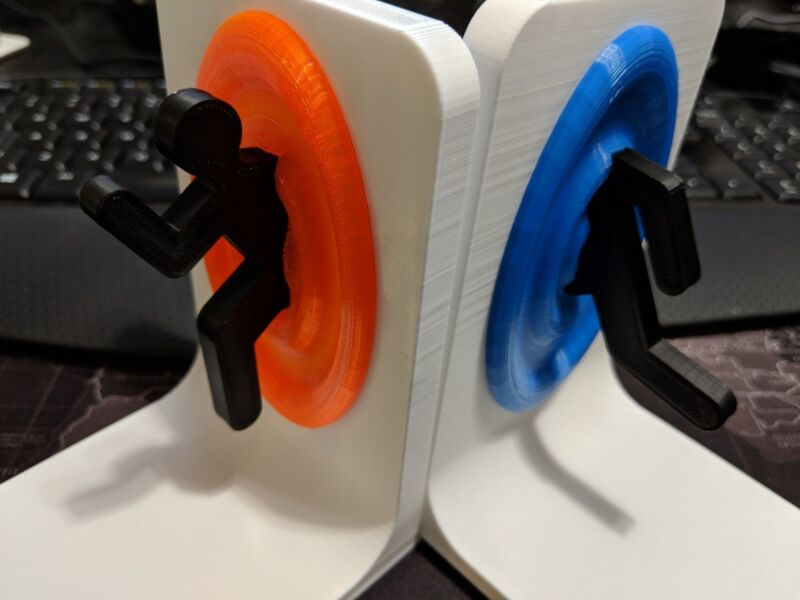 Portal Bookends / Video Game Storage - The Cake May Be A Lie But These Are Real! • 32.01$